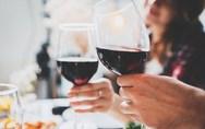 Μύθος ότι η κατανάλωση δύο ποτών την ημέρα προστατεύει από το εγκεφαλικό