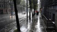Ο ανοιξιάτικος χειμώνας έφτασε ξανά, με βροχές και σποραδικές καταιγίδες (video)