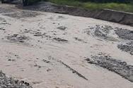 Πάτρα: Σε ποτάμι μετατράπηκε ο δρόμος στον Κάτω Καστελόκαμπο