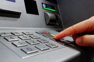 Δυτική Ελλάδα: Άγνωστος παίρνει χρήματα από ΑΤΜ και είναι 'βασιλιάς'