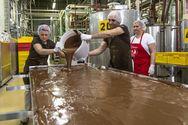 Μία 'ασήκωτη' σοκολάτα βάρους 97 κιλών στη Σλοβενία