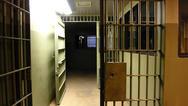 Μπήκαν χειροπέδες σε κρατούμενο στις φυλακές Τρικάλων