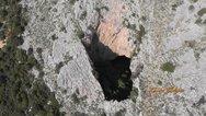 Αχαΐα - 'Πτήση' πάνω από τη Νεραϊδότρυπα του όρους Σκόλλις (φωτο+video)