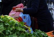 Οι γιαγιάδες και οι παππούδες που συναντάμε στις λαϊκές αγορές της Πάτρας