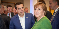 Handelsblatt: Ο Τσίπρας εντείνει την πίεση στη Μέρκελ για τις γερμανικές αποζημιώσεις