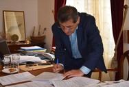 Πάτρα: O Kώστας Πελετίδης υπέγραψε σύμβαση για τη διαμόρφωση του χώρου των Παλαιών Σφαγείων