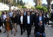 Πάτρα - Ο Κώστας Πελετίδης στην περιφορά των Επιταφίων (φωτο)