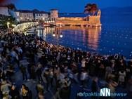 Χιλιάδες κόσμου στη Ναύπακτο τη Μεγάλη Παρασκευή, για την περιφορά των Επιταφίων (φωτο+video)