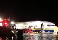 Τρομακτική προσγείωση - Boeing με 143 επιβαίνοντες γλίστρησε στο διάδρομο και κατέληξε σε ποτάμι
