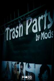 Το επίσημο mood της διασκέδασης είναι… trash! (φωτο)