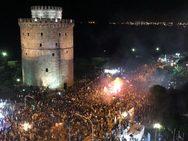 Θεσσαλονίκη: Πάρτυ μέχρι τα ξημερώματα για τον θρίαμβο του ΠΑΟΚ (video)
