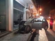 Πάτρα: Σοκάρουν οι εικόνες από την 'εισβολή' οχήματος σε κατάστημα