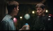 O Μιχάλης Ρακιντζής πρωταγωνιστεί σε διαφήμιση και γίνεται viral! (video)