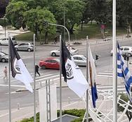 Άγνωστοι κατέβασαν τις σημαίες του ΠΑΟΚ έξω από το δημαρχείο Θεσσαλονίκης (φωτο)