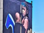 'Εσύ τι βλέπεις μέσα από αυτά τα μάτια;' - To νέο mural της Πάτρας με τον έντονο κοινωνικό συμβολισμό
