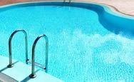 Έριξαν τον φίλο τους στην πισίνα για 'πλάκα' και αυτός πνίγηκε