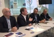 O Κώστας Καραμανλής στο εκλογικό κέντρο του Νεκτάριου Φαρμάκη