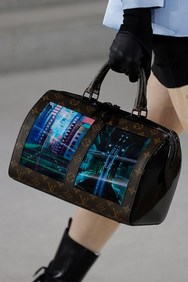 Τσάντες με οθόνες από τον οίκο Louis Vuitton! (φωτο)