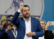 Σαλβίνι: 'Με ένα κομποσκοίνι στο χέρι και την επίκληση της... Παναγίας, ζήτησε την ψήφο όλων'