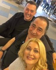 Η selfie των Καρρά - Θεοδωρίδου - Μακρόπουλου στο αεροδρόμιο