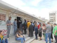 Πάτρα: Διπλές 'ουρές' στα εκλογικά τμήματα - Αγανάκτηση από τους πολίτες