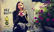 Η Φωτεινή Αθερίδου ποζάρει με μαγιό και μας δείχνει τη φουσκωμένη κοιλίτσα της! (φωτο)
