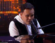 Συγκλόνισε με την ερμηνεία του τυφλός αυτιστικός τραγουδιστής στο 'Αμερική έχεις Ταλέντο' (video)