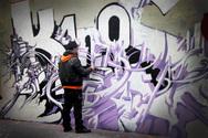 Αγρίνιο: Χειροπέδες σε ανήλικο γκραφιτά και στη μητέρα του!