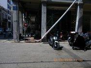 Η 'τρακαρισμένη' κολόνα στο κέντρο της Πάτρας, έμεινε στο σημείο ως... ενθύμιο! (φωτο)