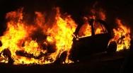 Στις φλόγες αυτοκίνητα Τούρκων διπλωματών στη Θεσσαλονίκη
