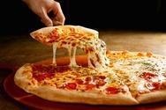 Πιτσαρία προσφέρει στους πελάτες έκπτωση εάν πιάσουν κουβέντα μεταξύ τους