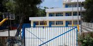 Θεσσαλονίκη: Προσήγαγαν μαθητές γυμνασίου επειδή... κάθονταν στο προαύλιο του σχολείου!