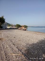Πάτρα - Εργασίες καθαρισμού στην παραλία των Αραχωβιτίκων (φωτο)