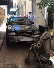 Πάτρα: 'Xαλαρό' παρκάρισμα στον πεζόδρομο της Ασκληπιού (φωτο)