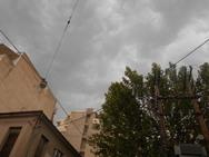Ο καιρός τρελάθηκε στην Πάτρα - Μαύρισε ο ουρανός με δυνατό αέρα και βροχή