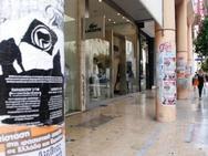 """Πάτρα: """"Πνιγόμαστε"""" στο χαρτί! - Στο """"κόκκινο"""" η αφισορύπανση στο κέντρο της πόλης"""