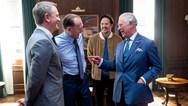 Ο πρίγκιπας Κάρολος βρέθηκε στα γυρίσματα της νέας ταινίας του James Bond! (φωτο)