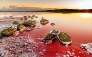 Η ιδιαίτερη κόκκινη λίμνη της Κριμαίας