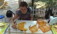 Γυναίκα στην Κίνα φτιάχνει εκπληκτικά γλυπτά από ζάχαρη (video)