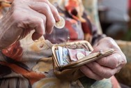 ΕΦΚΑ - Δεν θα δοθεί τώρα η αύξηση στις συντάξεις χηρείας