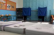 Πάτρα: Σε mood εκλογών - Τους παίρνουν τηλέφωνο και τους ζητούν στήριξη στην κάλπη
