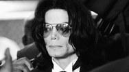 Οι θαυμαστές του Michael Jackson, μηνύουν τους δύο άνδρες που καταγγέλλουν κακοποίηση