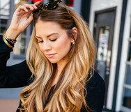 Αυτή η καθημερινή συνήθεια φθείρει τα μαλλιά σας
