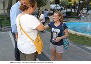 Η Ευγενία Μανωλίδου μοίραζε φυλλάδια στο Μαρούσι (φωτο)