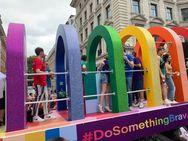 Με χρώματα γέμισαν οι δρόμοι της βρετανικής πρωτεύουσας… (φωτο)