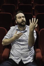 """Ζήσης Ρούμπος: """"Είμαι πάρα πολύ κοντά σε αυτό που βλέπει ο κόσμος πάνω στη σκηνή""""!"""