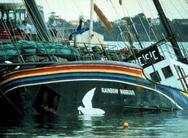 Σαν σήμερα 10 Ιουλίου Γάλλοι κομάντος ανατινάζουν το πλοίο της Greenpeace «Rainbow Warrior»