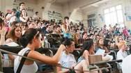 Αναχωρούν οι φοιτητές, άδεια η Πάτρα - Μένουν οι τελευταίοι των 'Μοϊκανών'