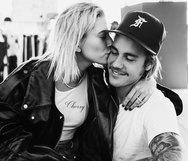 Hailey Baldwin - Justin Bieber: Γιόρτασαν τον έναν χρόνο από τον αρραβώνα τους