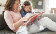 O λόγος που το παιδί σας θέλει να του διαβάζετε πάντα τα ίδια βιβλία